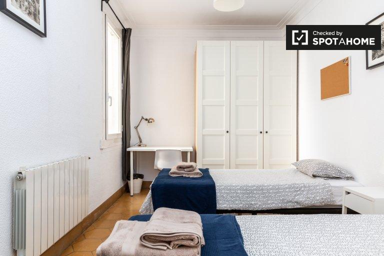 Camas para alugar em quarto compartilhado, apartamento de 3 quartos em Gràcia