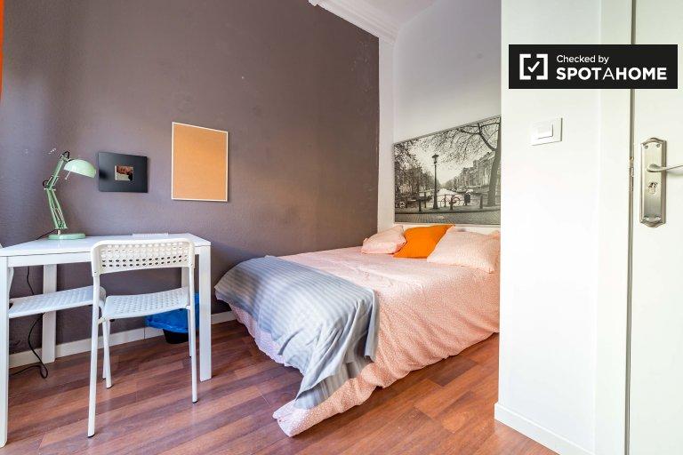 Acogedora habitación en un apartamento de 5 dormitorios en Ciutat Vella, Valencia