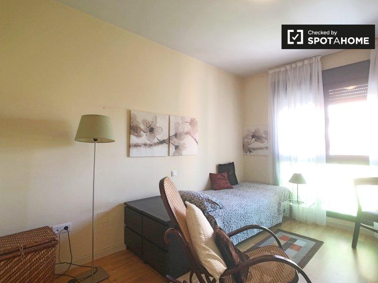 Chambre ensoleillée à louer à Canillas, Madrid