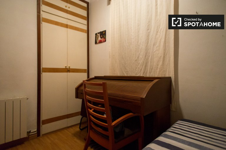 Interior room in 3-bedroom apartment in Poblenou, Barcelona