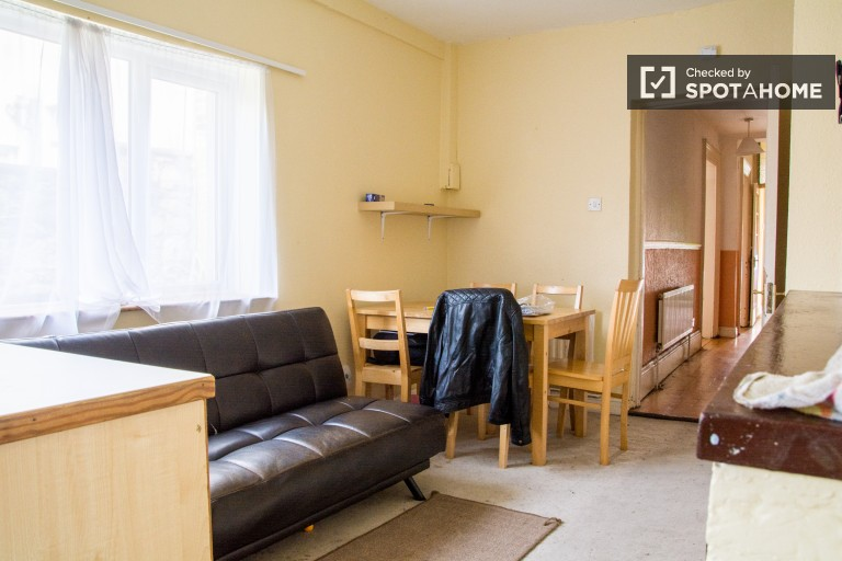 Bright 2-bedroom house to rent in characterful Rathmines