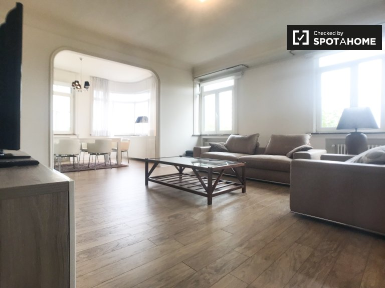 Dobrze wyposażony 3-pokojowy apartament do wynajęcia w różnych Ixelles