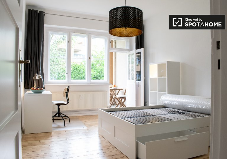 Bright room in apartment with 2 bedrooms in Pankow, Berlin