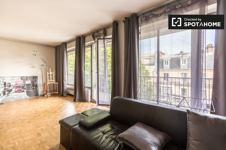 Stunning 2-bedroom apartment for rent with balcony in the 16th arrondissement