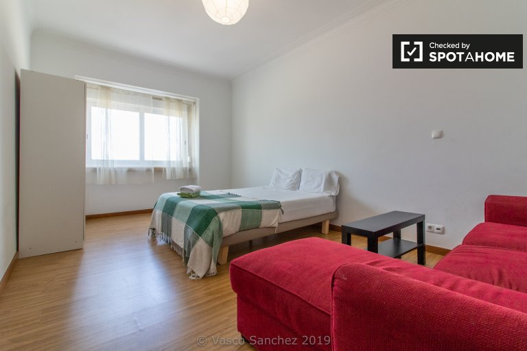 Room in 5-bedroom apartment in Penha de França, Lisboa
