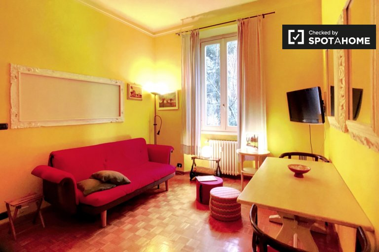Apartamento colorido de 1 quarto para alugar em Washington, Milão