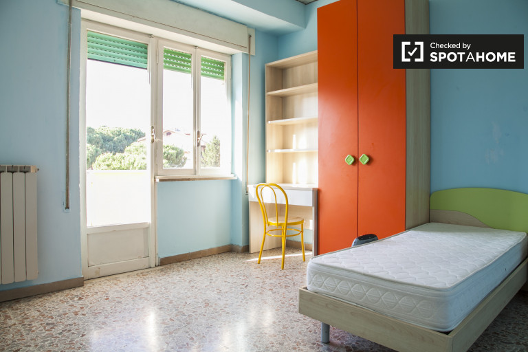 Colourful 4-bedroom apartment to rent in Torre Vecchia