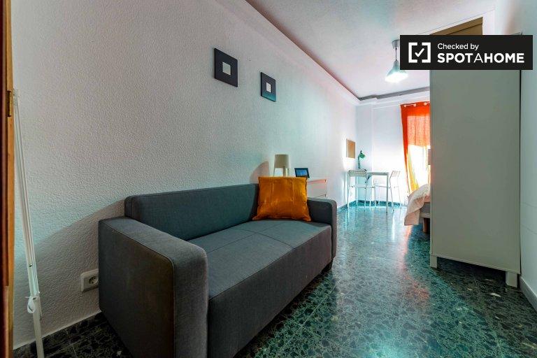 Słoneczny pokój do wynajęcia w Quatre Carreres w Walencji