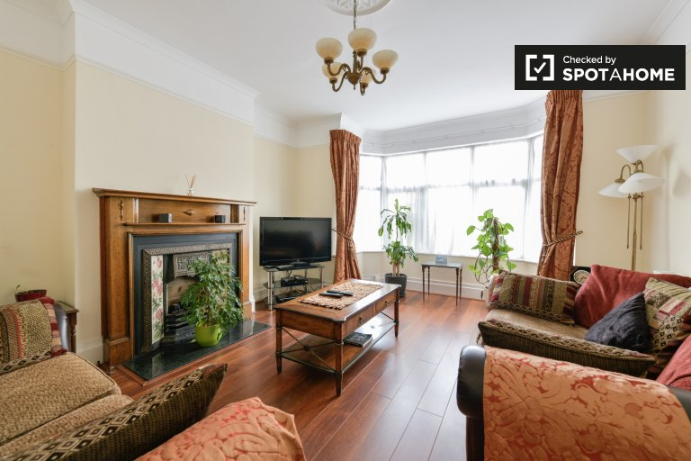 3-bedroom house to rent in Croydon , London