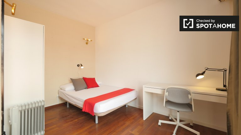 Large room in 6-bedroom apartment in Les Corts, Barcelona