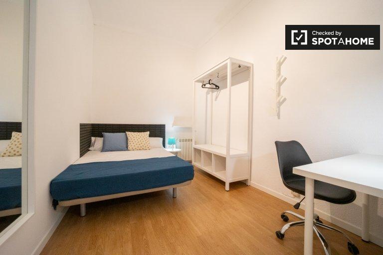 Habitación amueblada en apartamento de 11 dormitorios en Malasaña, Madrid
