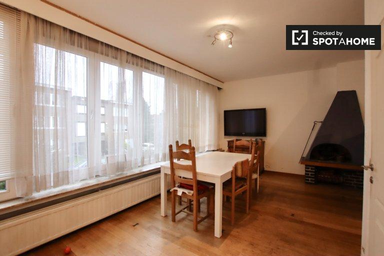 Modernes Zimmer zur Miete in einem 4-Zimmer-Haus - Oudergem, Brüssel
