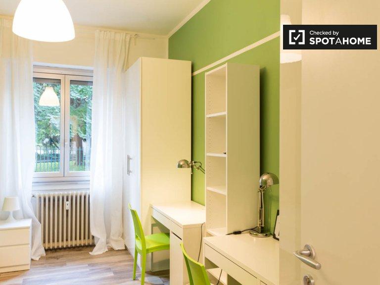 Cama en alquiler en apartamento de 2 dormitorios en Sesto San Giovanni