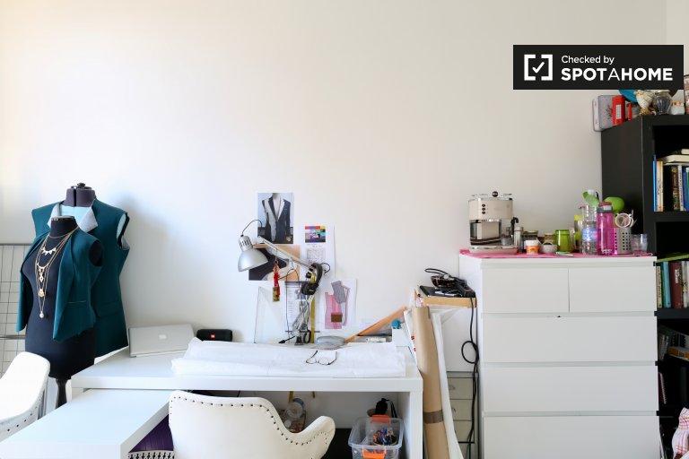 Brüksel merkezine yakın 6 yataklı dairede çift kişilik oda