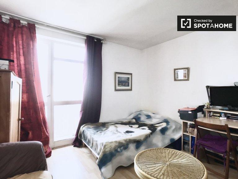 Luminosa camera in appartamento con 4 camere da letto a Créteil, Parigi