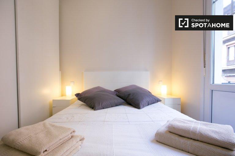 Chambre avec balcon dans un appartement de 3 chambres à Ibaiondo