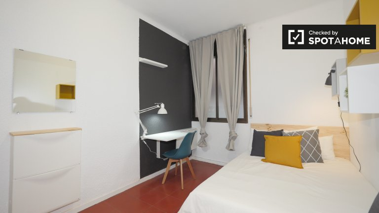 Room for rent in 4-bedroom apartment in Gracia, Barcelona