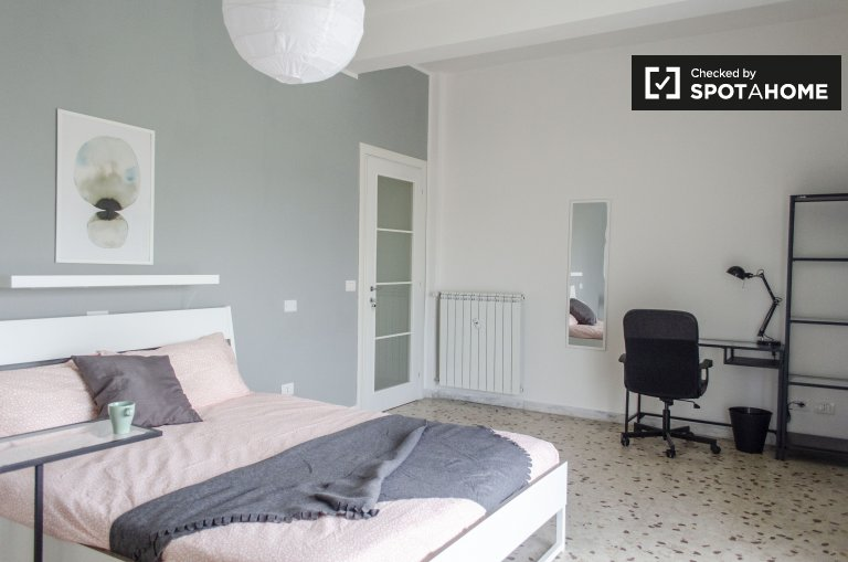 Charming room for rent in 5 apartment in Ostiense