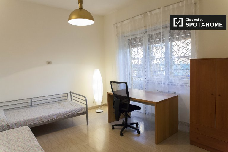 Twin Beds in Beds and rooms for rent in a furnished 3-bedroom apartment with balcony in Aurelio