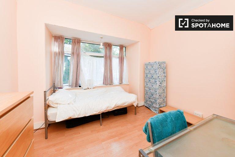 Sonniges Zimmer in 2-Zimmer-Wohnung in Bromley, London zu vermieten
