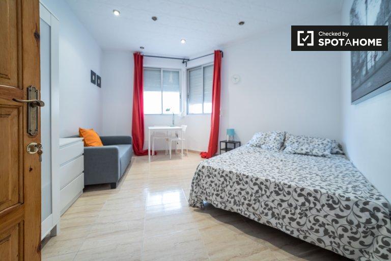 Pokój do wynajęcia w 5-pokojowe mieszkanie w La Saïdia, Valencia