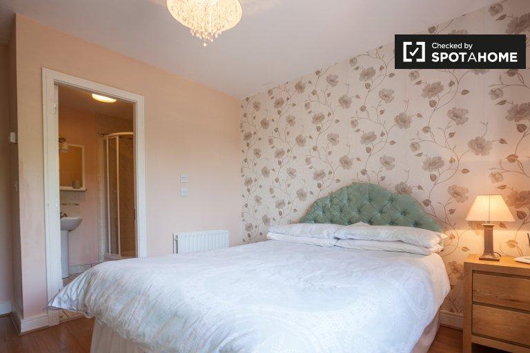Geräumiges Zimmer in einem Haus mit 3 Schlafzimmern in Baldoyle, Dublin