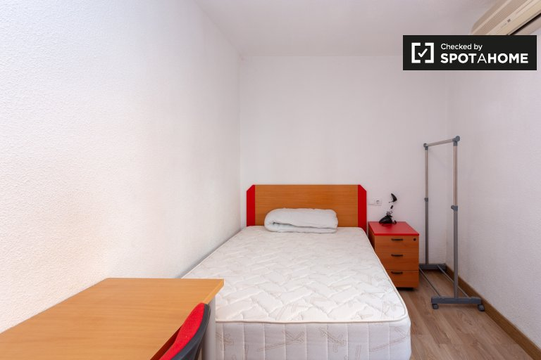 Private room in 4-bedroom apartment in Getafe