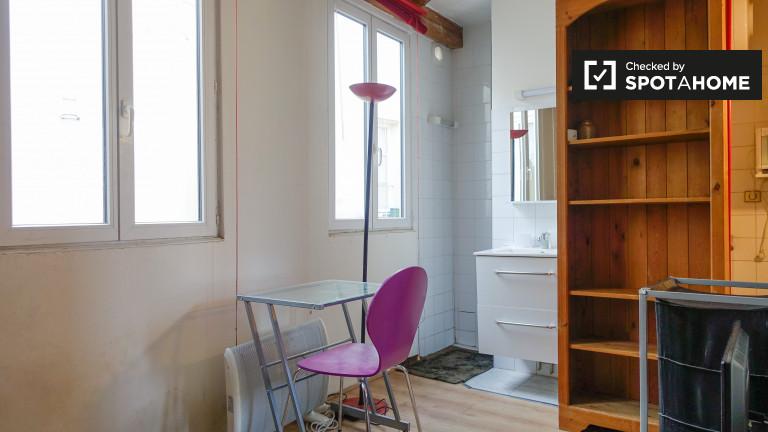 Economical studio apartment for rent in Passy, Paris