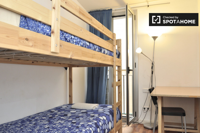 Welcoming room in 5-bedroom apartment in El Raval, Barcelona