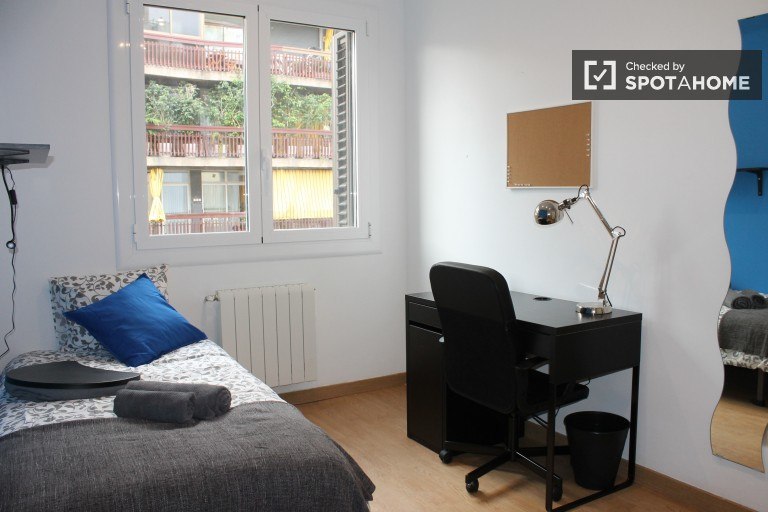 Luxury room in shared apartment in Eixample, Barcelona