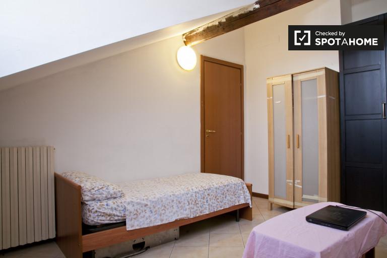 Quarto confortável em apartamento em Sesto San Giovanni, Milão