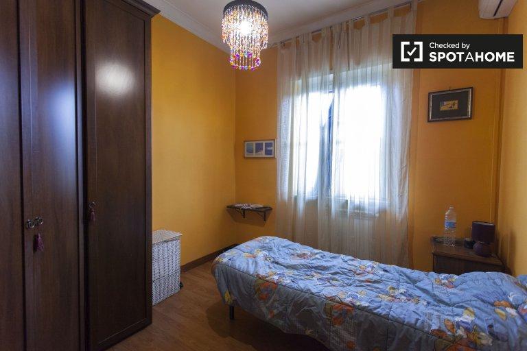 Sonniges Zimmer zu vermieten in Ostia Antica, Rom