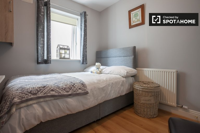 Bright room for rent in 2-bedroom apartment in Lucan, Dublin