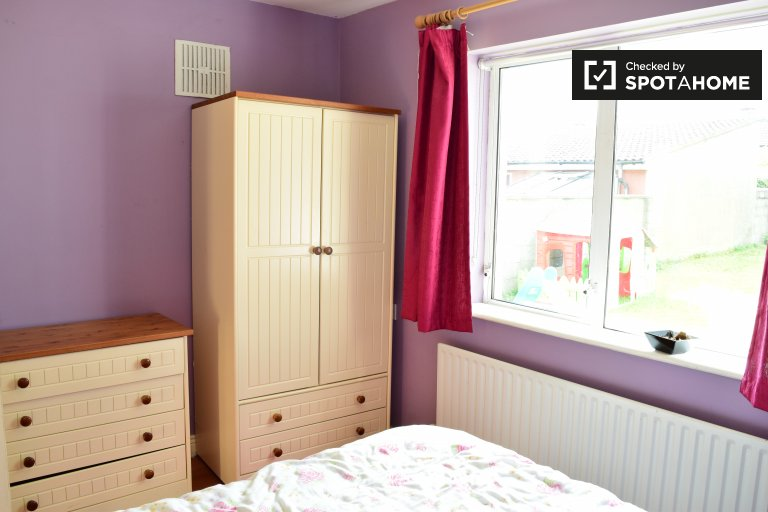Double Bed in Room for rent in charming 4-bedroom house in Palmerstown
