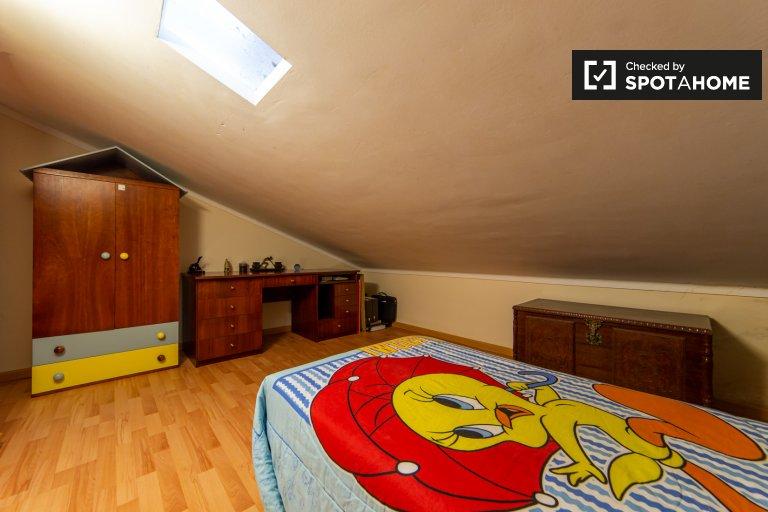 Chambre à louer dans une maison de 8 chambres à Sintra, Lisbonne