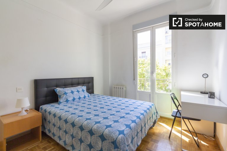 Bright room in shared apartment in Chamberí, Madrid