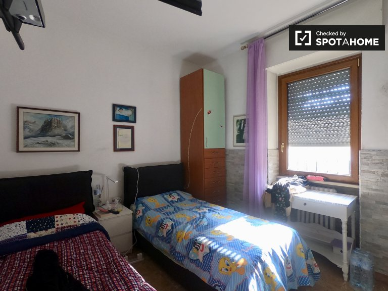 Lovely room to rent in 2-bedroom apartment in Dergano, Milan