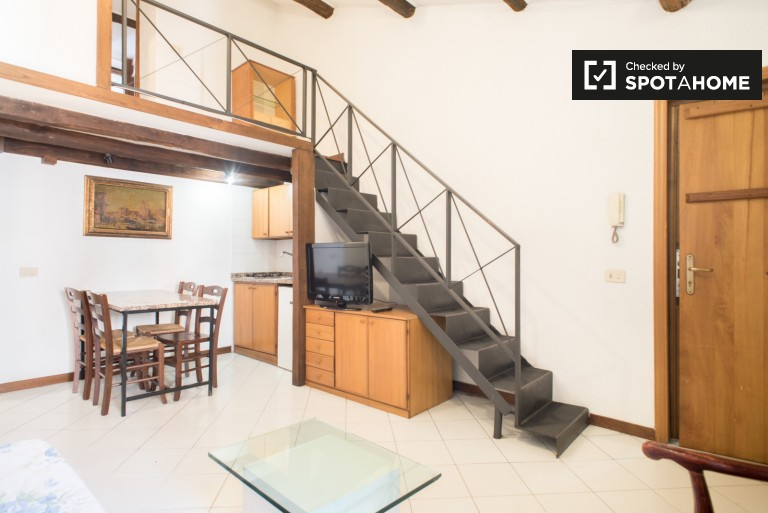 2-bedroom apartment with AC for rent in Monti, in Centro Storico
