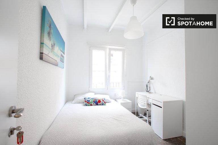Jasny pokój do wynajęcia, 5-pokojowe mieszkanie, Benimaclet