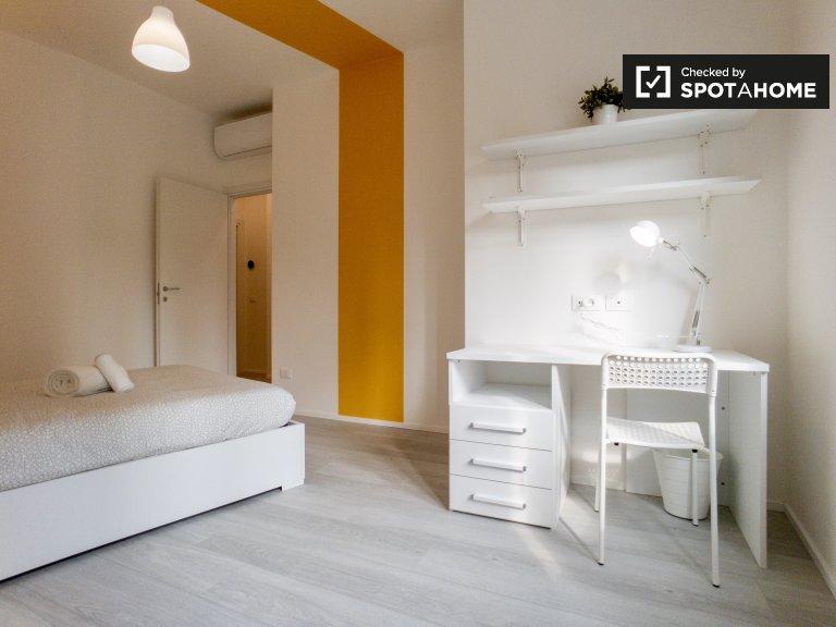 Quarto para alugar em apartamento de 4 quartos em Lambrate, Milão