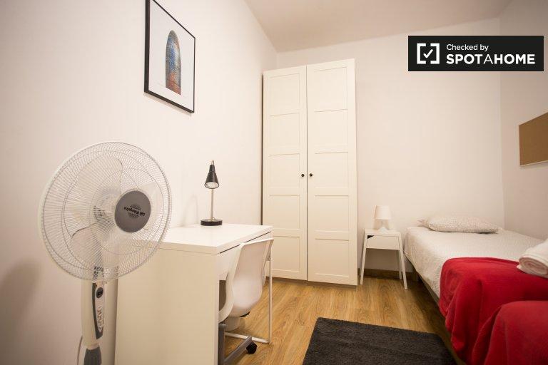 Betten zur Miete in einem Mehrbettzimmer in einer 4-Zimmer-Wohnung in Dreta