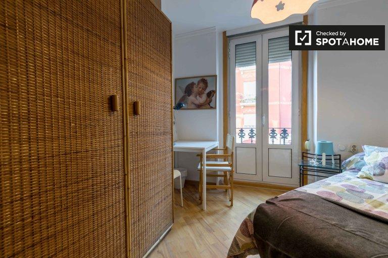Pokój do wynajęcia w 5-pokojowym mieszkaniu w L'Eixample