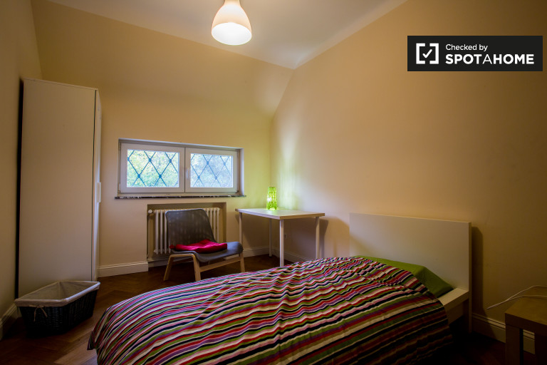 Bedroom 3 with single bed and independent key