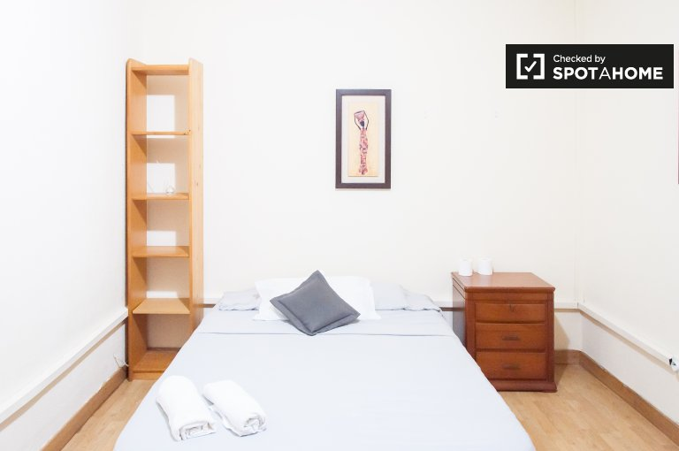 Zimmer zu vermieten in 10-Zimmer-Haus in Ventas, Madrid