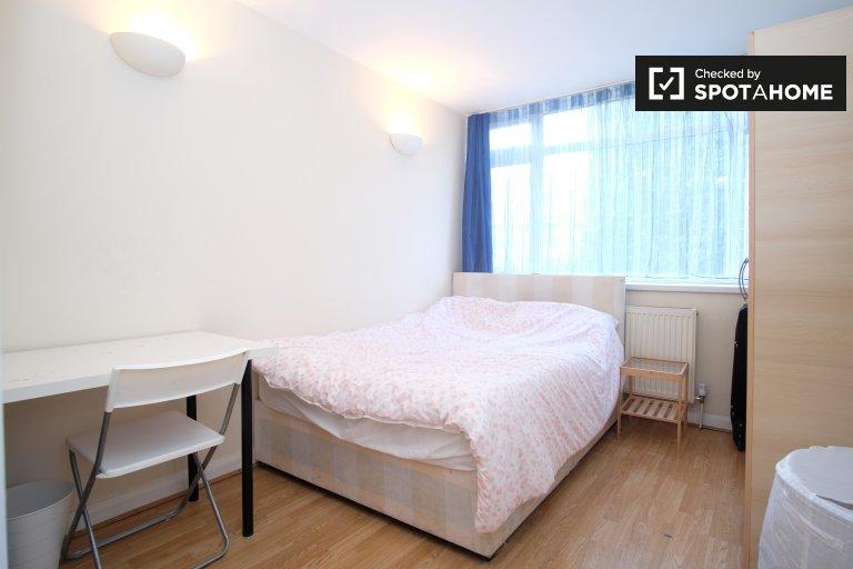 Umeblowany pokój w 4-pokojowym apartamencie w Londynie