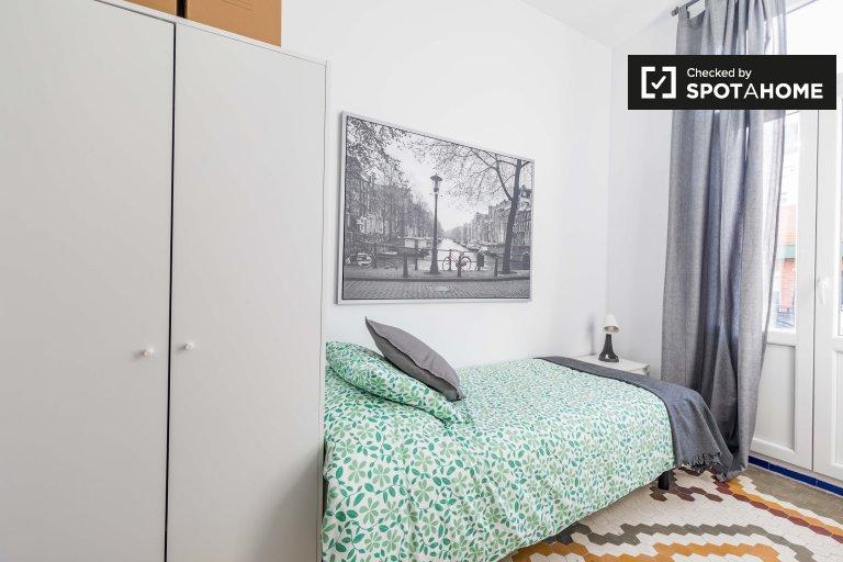Pokój do wynajęcia w 5-pokojowym apartamencie Poblats Marítims