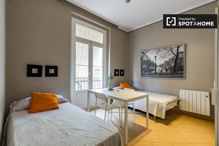 Sunny room in 7-bedroom apartment in Ciutat Vella, Valencia