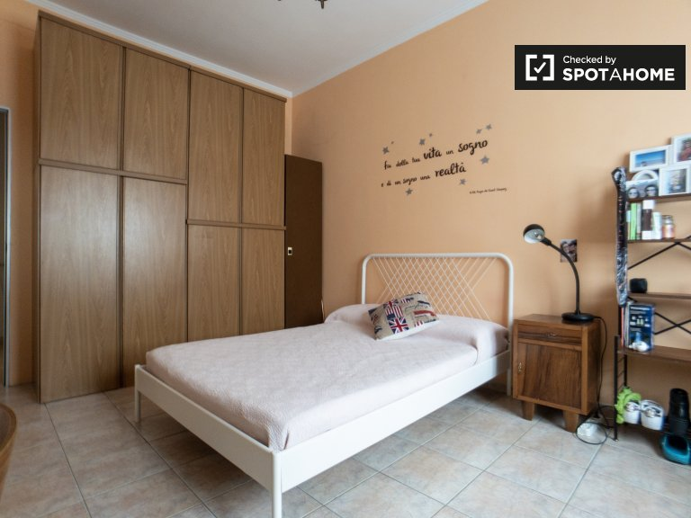Bright room for rent in Sesto San Giovanni, Milan