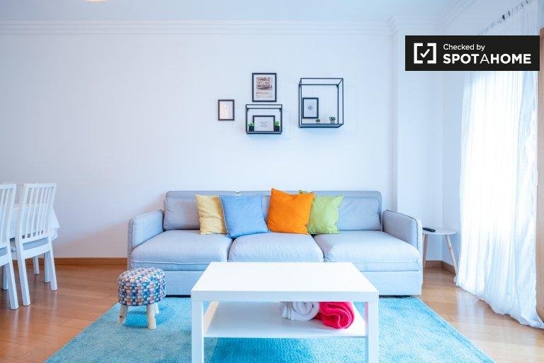 Luminoso appartamento con 3 camere da letto in affitto a Odivelas, Lisbona