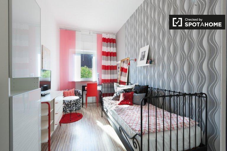 Snug Room à louer dans un appartement avec 6 chambres, Treptow